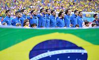 FUSSBALL WM 2014  VORRUNDE    Gruppe A    12.06.2014 Brasilien - Kroatien Die brasilianische Nationalmannschaft singt zur Hymne