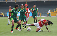 BOGOTA -COLOMBIA, 19-02-2017.Ana Gabriela Huertas (R) player of Independiente Santa Fe fights the ball agaisnt Camila Reyes (L) palyer of La Equidad.Action game between  La Equidad and Independiente Santa Fe  during match for the date 1 of the Women´s  Aguila League I 2017 played at Nemesio Camacho El Campin stadium . Photo:VizzorImage / Felipe Caicedo  / Staff