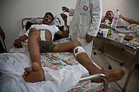 Tathaouine Ospedale. Medici curano ribelli libici<br /> Hospital Doctors and libyan rebel injured. Medecins et refugies libyens