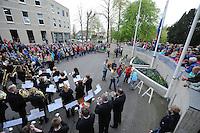 ALGEMEEN: JOURE: 04-05-2015, Dodenherdenking, Kranslegging schooljeugd Park Heremastate, ©foto Martin de Jong