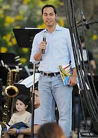 "San Antonio mayor Julián Castro reads to children from the book, ""Charlie Parker Played Be Bop"" during the KRTU ""Year of Jazz"" Festival, Sunday, Oct. 23, 2011, at Sunken Garden Theater in San Antonio, Texas, USA. (Darren Abate/pressphotointl.com)"