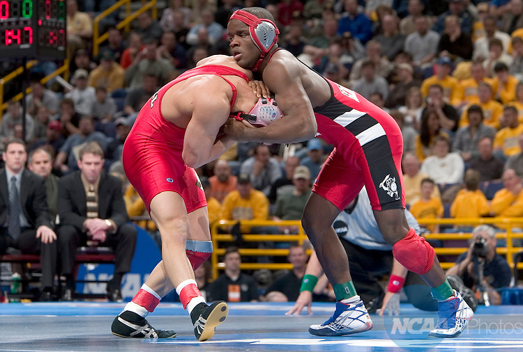 17 MARCH 2005:  Travis Lee (white headgear) of Cornell University wrestles with Shawn Bunch (red headgear) of Edinboro College during the 133 pound championship match at the 2005 NCAA Division 1 Men's Wrestling Championships at Savvis Center in St. Louis, MO. Lee defeated Bunch by a score of 6-3 for the championship title.   Mark Buckner/NCAA Photos