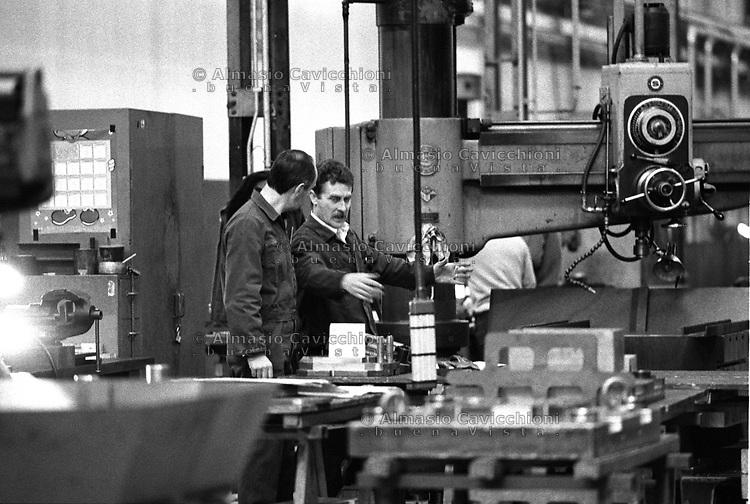 20 GEN 1991 Milano: operaio al lavoro nella fabbrica metalmeccanica ABB Generatori.<br /> 20 JAN 1991 Milan: worker in the Engineering industry ABB Generatori
