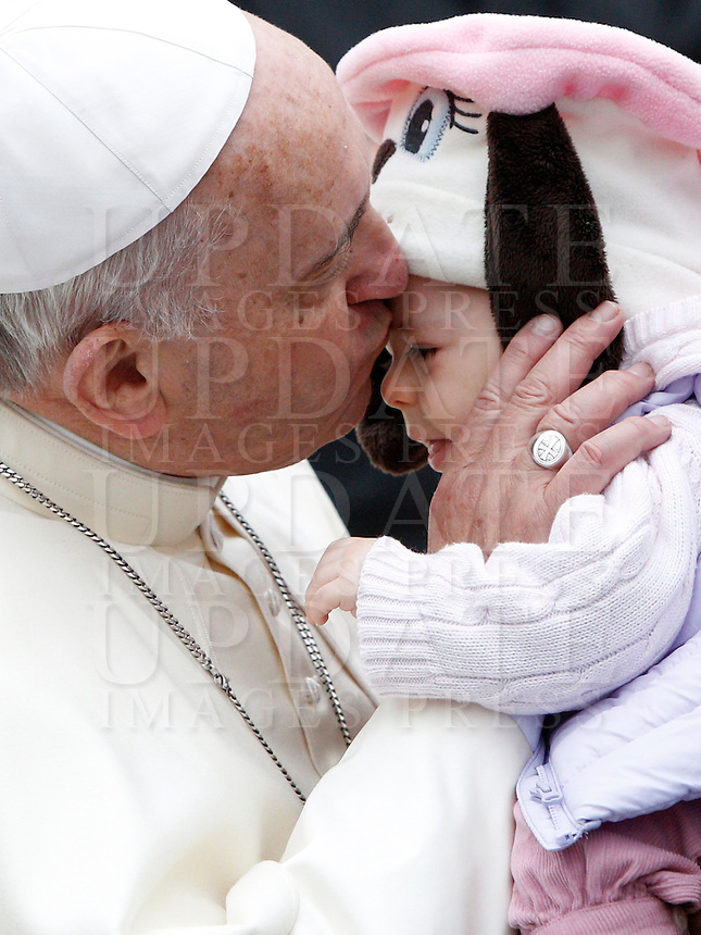 Papa Francesco bacia un bambino al termine dell'udienza generale del mercoledi' in Piazza San Pietro, Citta' del Vaticano, 26 novembre 2014.<br /> Pope Francis kisses a child at the end of his weekly general audience in St. Peter's Square at the Vatican, 26 November 2014.<br /> UPDATE IMAGES PRESS/Riccardo De Luca<br /> <br /> STRICTLY ONLY FOR EDITORIAL USE