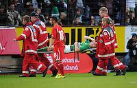FUSSBALL   1. BUNDESLIGA   SAISON 2011/2012   TESTSPIEL SV Werder Bremen - Olympiakos Piraeus             26.07.2011 Kevin SCHINDLER (Werder Bremen) wird verletzt vom Platz getragen