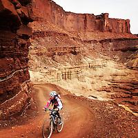 Mountain biking on the White Rim Road, Canyonlands National Park, Utah.
