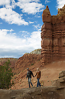 couple walking on a cliff in Abiquiu, New Mexico