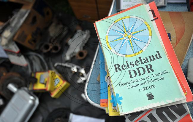 """IFA und Trabant Treffen 2013 in Rackwitz (OT Podelwitz) - DDR-Experte Roland Ebert lädt zur alljährigen Zusammenkunft der Trabifans - im Bild: Landkarte """"Reiseland DDR"""". Foto: Norman Rembarz"""