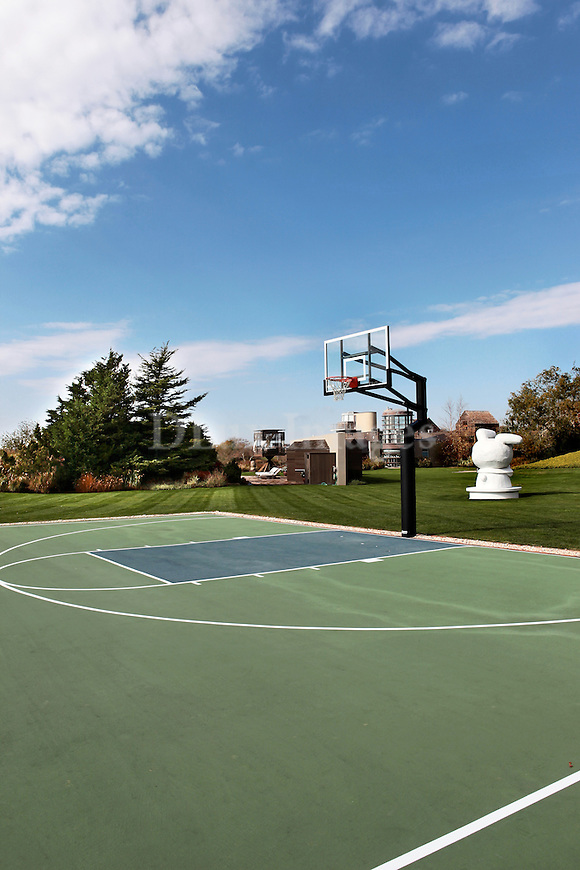 House of liz swig hamptons new york usa dlux images for Personal basketball court
