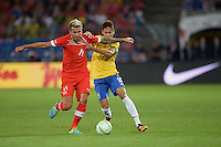 FUSSBALL  INTERNATIONAL  Testspiel Schweiz - Brasilien    14.08.2013 Valon BEHRAMI (li, Schweiz) gegen NEYMAR (Brasilien)