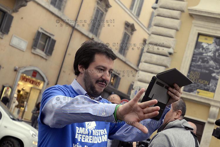Roma, 9 Aprile 2014<br /> Largo Goldoni<br /> La Lega nord raccoglie firme per presentare 5 Referendum per l'abrogazione della legge Merlin sulla prostituzione, la legge Mancino sui reati di opinione, l'abolizione delle Prefetture, l'abolizione della possibilit&agrave; per gli stranieri di partecipare a concorsi pubblici e l'abolizione della legge Fornero sulle pensioni.<br /> Il segretario della Lega nord Matteo Salvini mentre fa riprese video con il tablet.<br /> The Northern League collects signatures to present 5 referendum to repeal the law on prostitution Merlin, the Mancino law on crimes of opinion, the abolition of the Prefectures, the abolition of the possibility for foreigners to take part in public competitions and the abolition of Fornero Law on pensions.