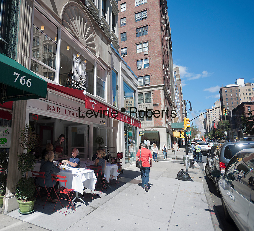 Sidewalk cafe on Madison Avenue in New York on Saturday, September 15, 2012.  In the last 18 months almost 50 luxury goods and designer stores have opened on Madison Avenue which was hit with numerous vacancies in the last few years.(© Richard B. Levine)