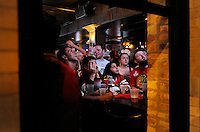 Jonathan Miano/Staff Photographer/Naperville.20100609   ..Chicago Blackhawks watch the the Stanley Cup final at the West End tavern in Chicago Wednesday.