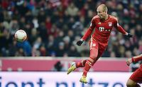FUSSBALL   1. BUNDESLIGA  SAISON 2012/2013   21. Spieltag  FC Bayern Muenchen - FC Schalke 04                     09.02.2013 Arjen Robben (FC Bayern Muenchen) Einzelaktion am Ball
