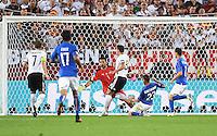 FUSSBALL EURO 2016 VIERTELFINALE IN BORDEAUX Deutschland - Italien      02.07.2016 Mesut Oezil (Mitte, Deutschland) erzielt das Tor zum 1:0. Torwart Gianluigi Buffon (Italien)  kann nicht retten