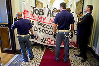 Roma 30 Settembre 2014<br />  Una cinquantina  di lavoratori precari del Laboratorio romano dello sciopero sociale, hanno interrotto la presentazione al Cnel,  del Rapporto sul Mercato del Lavoro 2013-2014,  per protestare  contro il Jobs Act e il primo ministro  Matteo Renzi.<br /> Rome September 30, 2014 <br /> Fifty precarious workers of the Laboratory of Roman social strike, they interrupted the presentation to the CNEL, of the Report on the Labour Market 2013-2014, to protest against the Jobs Act and the Prime Minister Matteo Renzi.