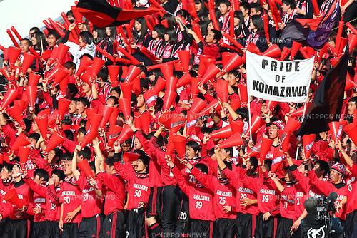 Komazawa University high school fans, JANUARY 5, 2016 - Football / Soccer : 94th All Japan High School Soccer Tournament quarterfinal match between Komazawa University high school 0-1 Higashi Fukuoka at Komazawa Olympic Park Stadium, Tokyo, Japan. (Photo by Shingo Ito/AFLO SPORT)