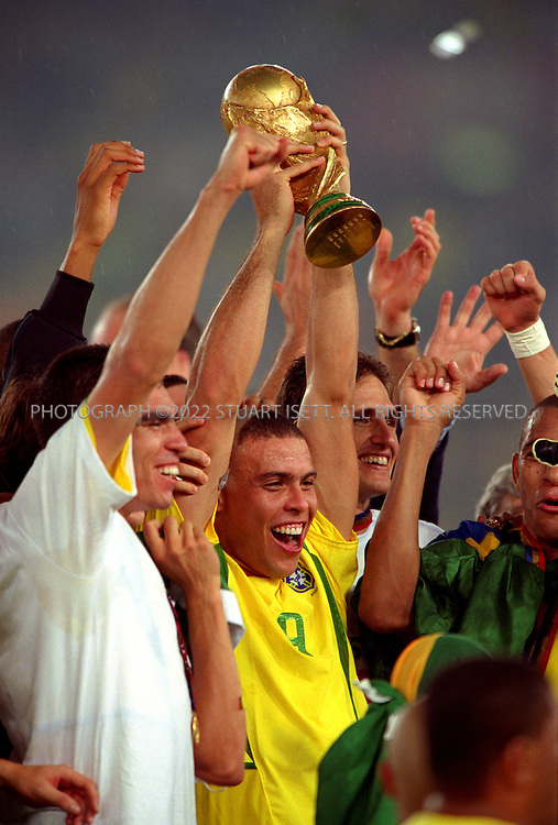 6/30/2002--Yokohama, Japan..Ronaldo holds up the World Cup. Brazil beat Germany 2-0...All photographs ©2003 Stuart Isett.All rights reserved.This image may not be reproduced without expressed written permission from Stuart Isett.