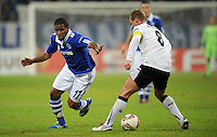 FUSSBALL   EUROPA LEAGUE   SAISON 2011/2012  SECHZEHNTELFINALE FC Schalke 04 - FC Viktoria Pilsen                          23.02.2012 Jefferson Farfan (li, FC Schalke 04) gegen David Limbersky (re, Pilsen)