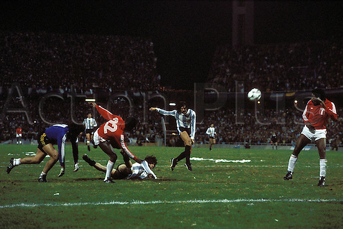 21.06.1978 Leopoldo Luque scores for 4-0, Mario Kempes (Argentinae) past keeper Ramon Quiroga,Argentina versus Peru 6:0 at the world cup finals. This score was controversial but put Argentina through to the finals