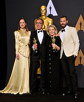 Dakota Johnson, David Wasco, Sandy Reynolds-Wasco &amp; Jamie Dornan in the photo room at the 89th Annual Academy Awards at Dolby Theatre, Los Angeles, USA 26 February  2017<br /> Picture: Paul Smith/Featureflash/SilverHub 0208 004 5359 sales@silverhubmedia.com