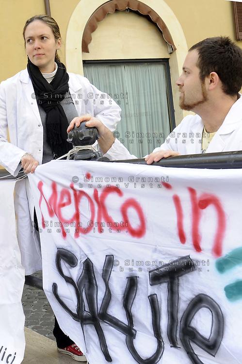 Roma, 17 Aprile 2012.Piazza Montecitorio.Protesta dei medici specializzandi contro la tassazione delle borse di studio davanti alla Camera dei Deputati