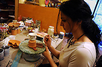 Artigiani a San Lorenzo , quartiere storico di Roma..MADRAS, produzione di ceramiche artistiche. Sabrina Scuro nel suo laboratorio mentre prepara oggetti ceramici..Craftsmen in San Lorenzo, historic district of Rome..MADRAS, production of ceramic art. Sabrina Scuro  in her laboratory while preparing ceramic objects...