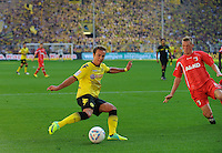 Fussball Bundesliga Saison 2011/2012 8. Spieltag Borussia Dortmund - FC Augsburg V.l.: Mario GOETZE (BVB), Axel BELLINGHAUSEN (Augsburg).