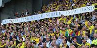 Fussball 1. Bundesliga :  Saison   2012/2013   8. Spieltag  20.10.2012 Borussia Dortmund - FC Schalke 04 BVB Fans mit einem Banner, EIN LEBEN LANG KEINE SCHALE INNA HAND