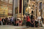 Israel, Jerusalem, pilgrims at the Katholikon, the Church of the Holy Sepulchre on Pentecost