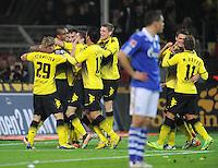 FUSSBALL   1. BUNDESLIGA  SAISON 2011/2012   14. Spieltag   26.11.2011 Borussia Dortmund - FC Schalke 04                  TEAMJUBEL Dortmund nach dem Tor zum 2-0;