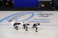 SCHAATSEN: CALGARY: Olympic Oval, 10-11-2013, Essent ISU World Cup, Team Pursuit, Kali Christ, Ivanie Blondin, Brittany Schussler (CAN), ©foto Martin de Jong