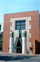 James Stirling & Michael Wilford Assoc.: Sackler Museum, Harvard University. 1981-85.  Photo '88.