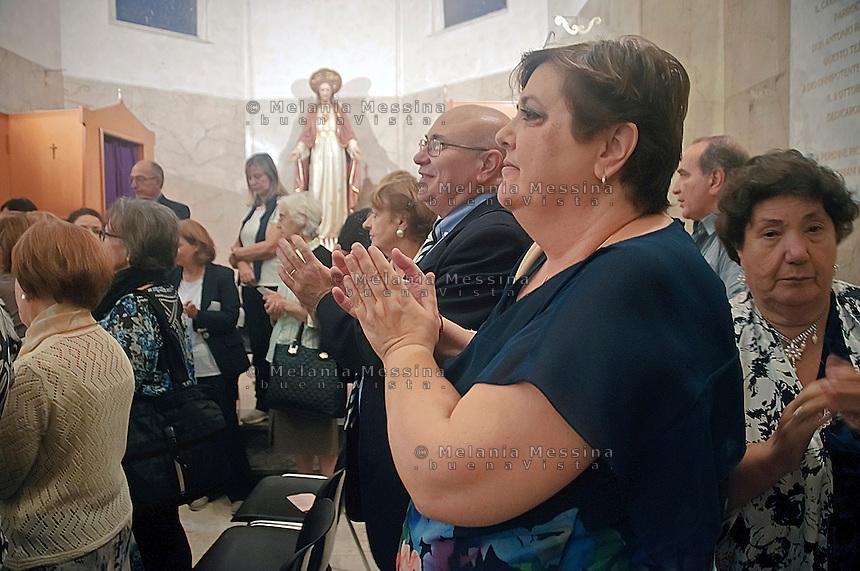 I coniugi Re:Lia e Giuseppe durante la messa celebrata dal vescovo<br /> Re family inside the church