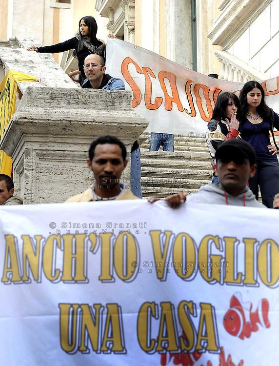 """Roma, 10 Maggio 2010.Manifestazione in Campidoglio per l'emergenza abitativa .""""anche io voglio una casa"""".Rome, May 10, 2010.protest at the municipality for the emergency housing.Also I want a house"""