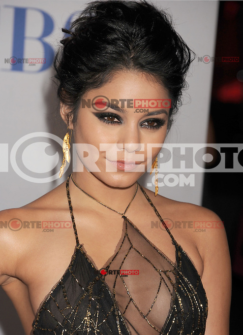 LOS ANGELES, CA - JANUARY 11: Vanessa Hudgens arrives at the People's Choice Awards 2012 at Nokia Theatre LA Live on January 11, 2012 in Los Angeles, California.