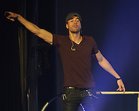OCT 25 Enrique Iglesias performs at Hard Rock Live