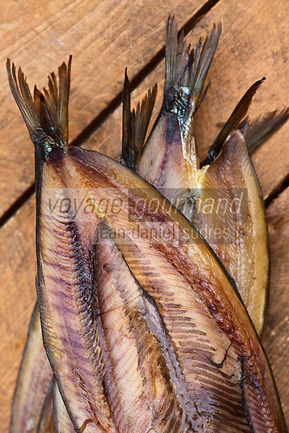 Europe/France/Nord-Pas-de-Calais/59/Nord/Flandre/Grand-Fort-Philippe: A la saurisserie Nathalie Dutriaux - Spécialités de produits fumés de la mer,Kippers, Harengs ouverts salés et fumés //  France, Nord, Flanders, Grand Fort Philippe, Nathalie Dutriaux At the smoked fish, smoked specialties from the sea, Kippers, salted and smoked herring open