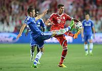FUSSBALL  SUPERCUP  FINALE  2013  in Prag    FC Bayern Muenchen - FC Chelsea London          30.08.2013 Gary Cahill (li, FC Chelsea) gegen Mario Mandzukic (re, FC Bayern Muenchen)