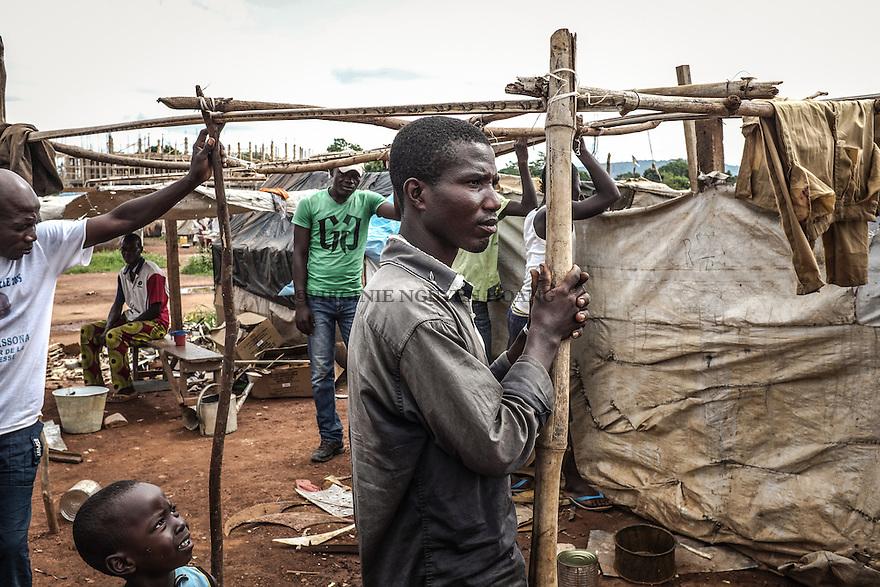 CAR, Bangui: A young man is standing in front of a tent of the Mpoko camp. There isn't work and most of the young men are hanging around the camp, build tents, grow manioc and make handmade argile oven to sell it. 17th April 2016.<br /> <br /> RCA, Bangui : Un jeune homme est debout devant une tente du camp Mpoko . Il n'y a pas de travail et la plupart des jeunes hommes sont suspendus autour du camp , construisent des tentes, font pousser du manioc et fabrique des four en argile pour les vendre. 17 avril 2016.