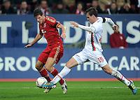 FUSSBALL   1. BUNDESLIGA  SAISON 2011/2012   12. Spieltag FC Augsburg - FC Bayern Muenchen         06.11.2011 Mario Gomez (li, FC Bayern Muenchen) gegen Sebastian Langkamp (FC Augsburg)