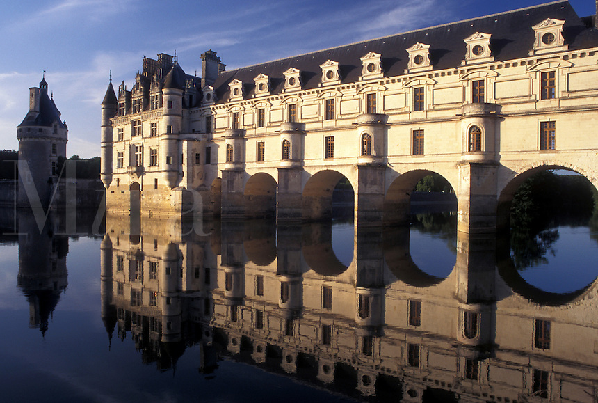 France, castle, Loire Valley, Chenonceau, Loire Castle Region, Indre-et-Loire, Europe, Reflection of the 16th century Chateau de Chenonceau spanning the Cher River.