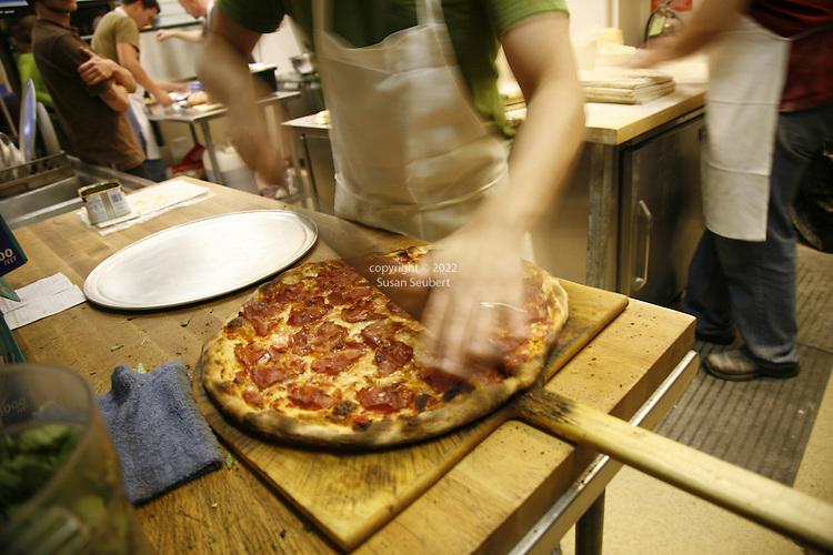 Apizza Scholls, Portland, Oregon