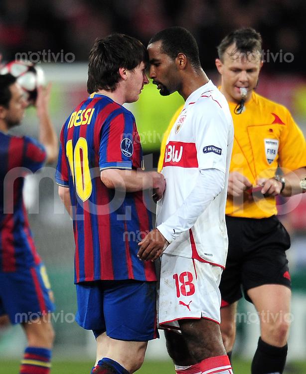 FUSSBALL  International  Champions   League  Hinspiel   SAISON 2009/2010    VfB Stuttgart -  FC Barcelona      23.02.2010 Lionel Messi (li, Barca) mit Cacau (re, VfB Stuttgart)
