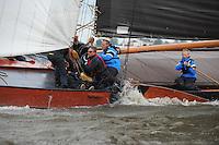 ZEILEN: TERHERNE: Snitser Mar, SKS skûtsjesilen, fokkenist Jan de Groot (Súdwesthoek), ©foto Martin de Jong