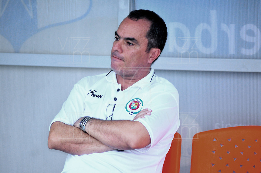 BARRANCABERMEJA -COLOMBIA, 06-03-2016.  Jaime de la Pava técnico de Cortulua gesticula durante partido con Alianza Petrolera por la fecha 8 de la Liga Aguila I 2016 disputado en el estadio Daniel Villa Zapata de la ciudad de Barrancabermeja./ Jaime dela Pava coach of Cortulua gestures during match against Alianza Petrolera for the date 8 of the Aguila League I 2016 played at Daniel Villa Zapata stadium in Barrancebermeja city. Photo:VizzorImage / Jose Martinez / Cont