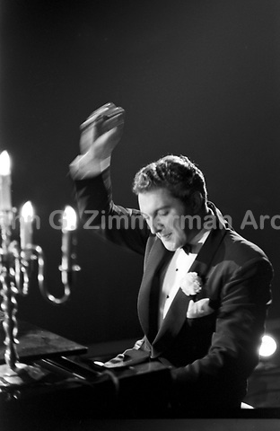 Liberace in concert, Milwaukee, 1953. Photographer John G. Zimmerman