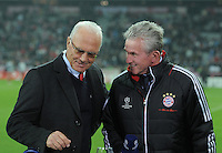 FUSSBALL   CHAMPIONS LEAGUE   SAISON 2011/2012     02.11.2011 FC Bayern Muenchen - SSC Neapel Trainer Jupp Heynckes  (re, FC Bayern Muenchen) im Gespraech mit TV Experte und FC Bayern Ehrenpraesident Franz Beckenbauer (li)
