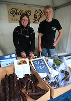 Bedriften Fjellvilt fra Brekken drives av Unni og Nils Tonny Bransfjell, som foredler kjøtt fra egen reinflokk. Her er Unni og sønnen Toamma på Matfestivalen under Olavsfestdagene i Trondheim.