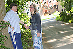 Foto: VidiPhoto<br /> <br /> DOORN - Portret van de blinde Rik Dunsbergen uit Doorn, samen met zijn vrouw. Beiden maken iedere dag een wandeling van ongeveer 5 km in de bossen van Doorn.